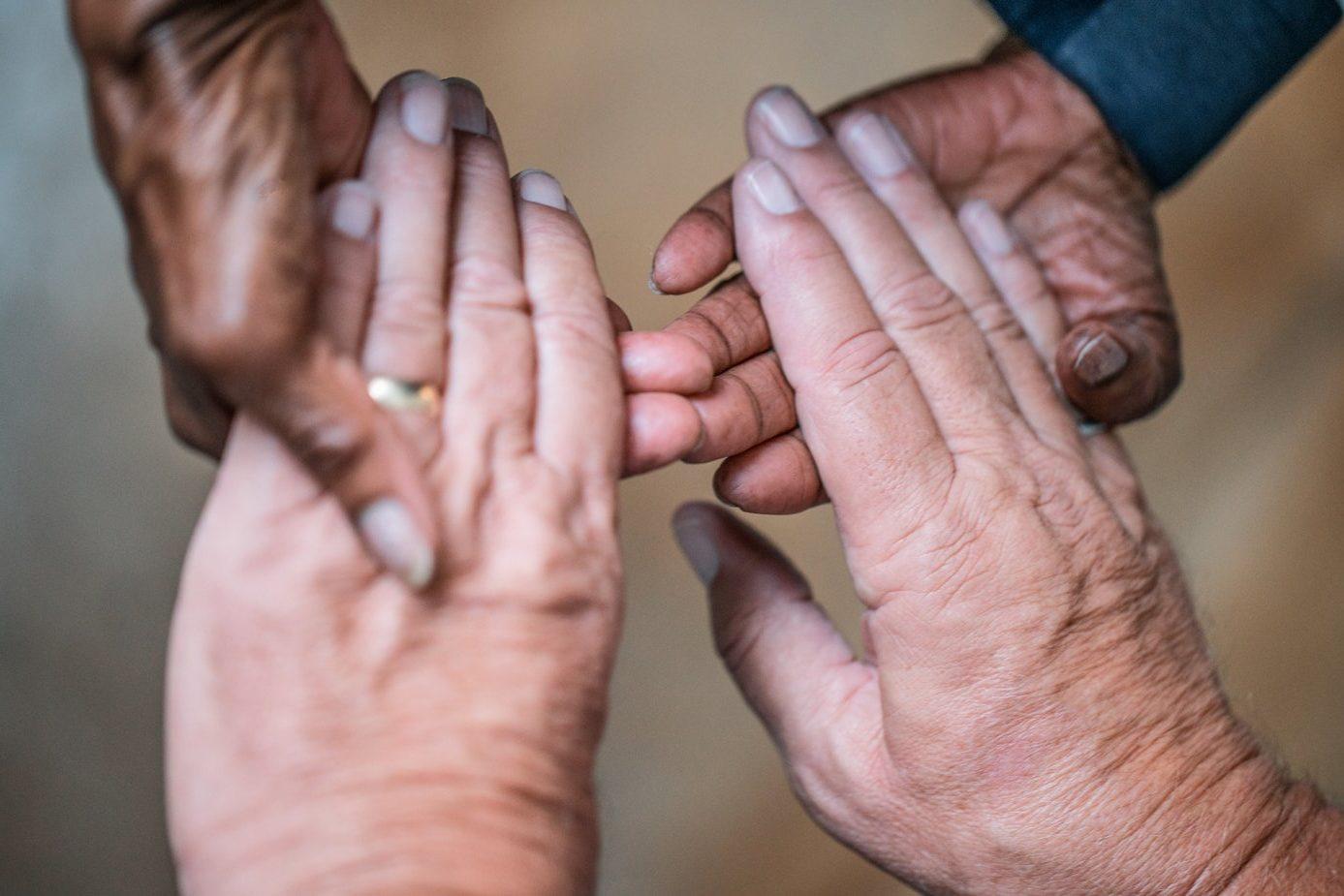 elderly-couple-hands (1)